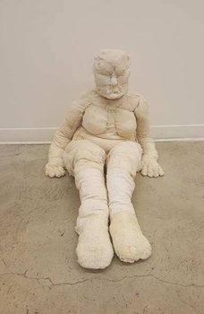 20171010013752-untitled_sitting_woman