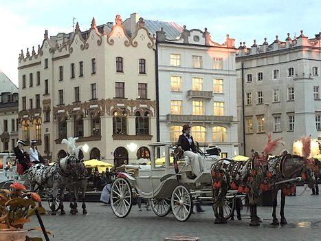 20171028045204-night_in_krakow_square