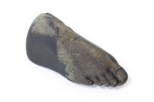 20171101014148-amber_renaye_right_foot_rock_sculpture