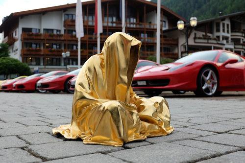 20171222134804-ferrari-ferrarimeeting-car-soelden-austria-guardians-of-time-manfred-kielnhofer-contemporary-fine-art-modern-arts-design-fineart-sculpture-statue-antic-artshow-3116