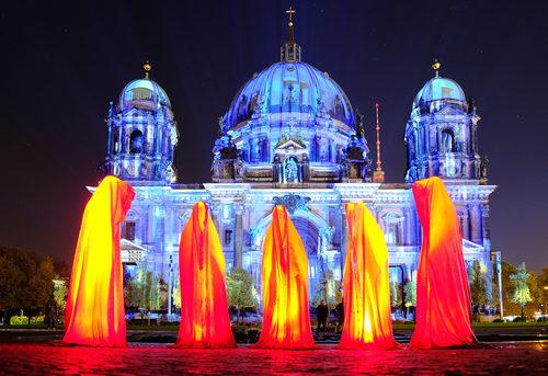 20171222134929-festival-of-lights-berlin-lightart-event-lumina-glow-modern-sculpture-statue-gallery-museum-5750
