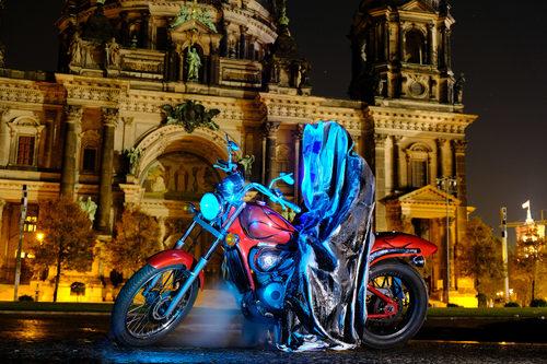 20171222134932-festival-of-lights-berlin-lightart-event-lumina-glow-modern-sculpture-statue-gallery-museum-5807y