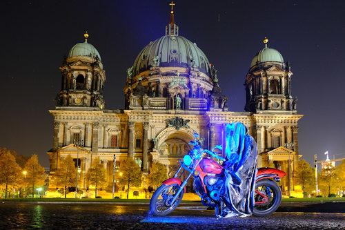20171222134933-festival-of-lights-berlin-lightart-event-lumina-glow-modern-sculpture-statue-gallery-museum-5812