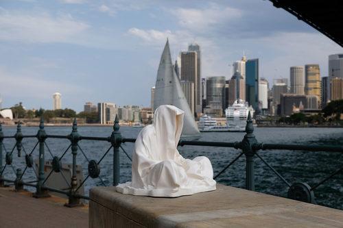 20171222140219-sydney-australia-opera-bridge-harbor-artevent-artfestival-artshow-art-arts-artfair-artmarket-gallery-museum-modern-sculpture-fine-art-statue-design-antique-guardiansof-time-manfred-kielnhofer-3209