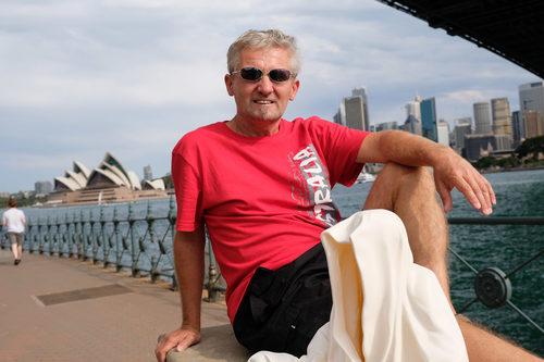 20171222140221-sydney-australia-opera-bridge-harbor-artevent-artfestival-artshow-art-arts-artfair-artmarket-gallery-museum-modern-sculpture-fine-art-statue-design-antique-guardiansof-time-manfred-kielnhofer-3409