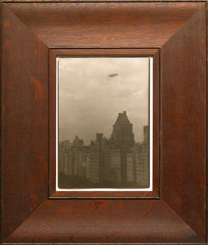 Airship-_from_the_plaza_hotel