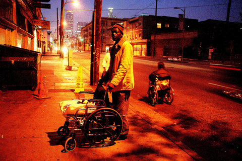 20180511092134-_mark_wheelchair_city_behind_nocturne_img_1125-web-best