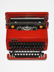 20180823162707-audrey_hepburn_s_typewriter