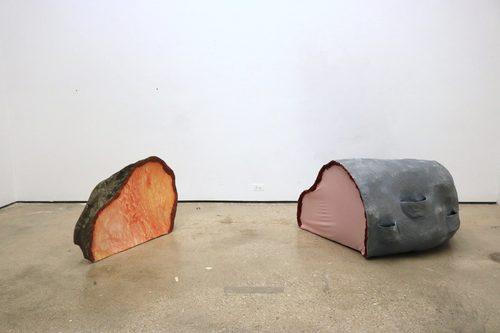 20180826175710-real_and_fake_boulders