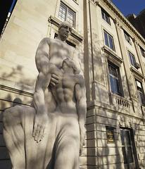 20121204005957-exteriorstatuedetail