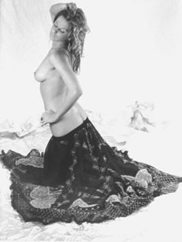 Cassandra_good_in_skirt
