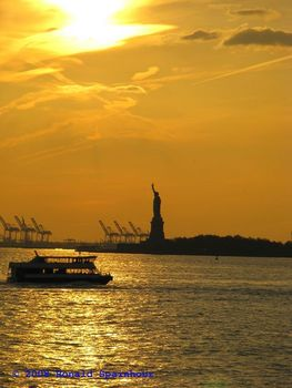 Statue_of_liberty_in_sunlight