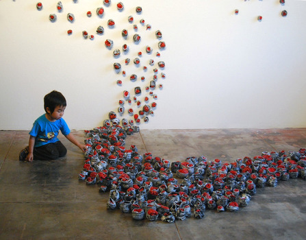 Child_looking_at_installation_small