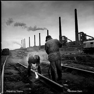 Men_on_tracks_cr
