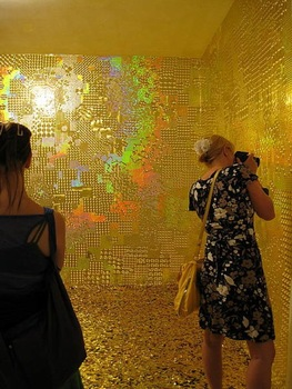 Goran_tomcic__shimmering_heart__gold-3