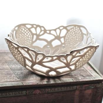 2-10_small_lattice_bowl_with_platinum_1