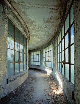 Wilkes_curvedcorridor