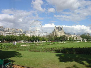 Ferris_wheel_and_louvre
