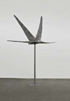 Abakanowicz_-stainless-bird-on-pole-ii