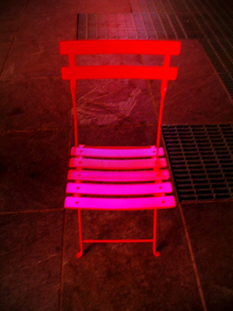 Lonely_chair_in_times_square