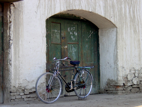 024_72ppi_bike_in_doorway_12_01_01