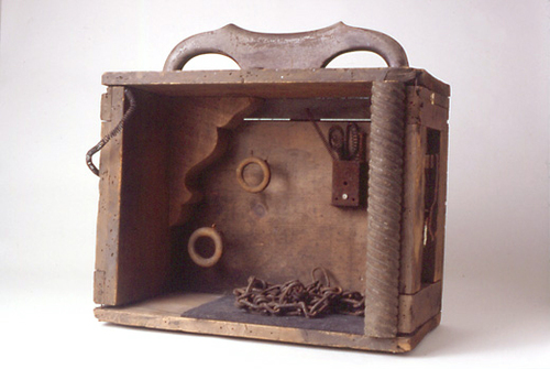 Houdini_s-handbag