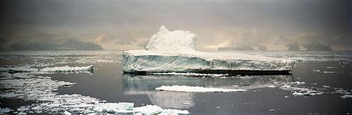 Crumbling_iceberg_1