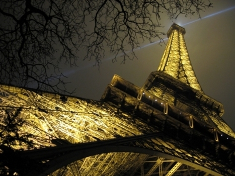 Eiffel_tower_at_night_thumbnail