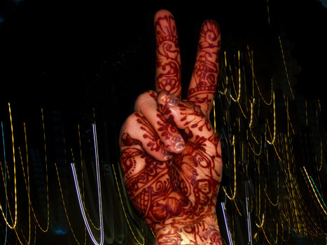 Henna-peace-hands_web
