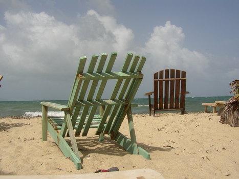 20100815110610-beach_chairs