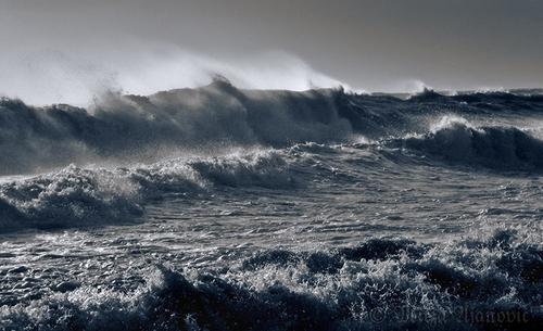 20100815111452-sea_storm