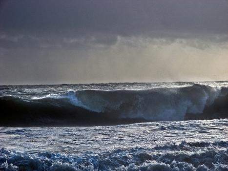 20100822184405-sea_storm2