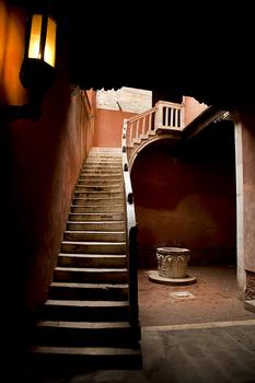 20100910075944-stairwell_venice