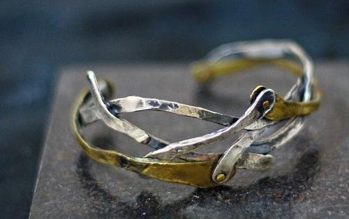 20100913021539-bracelet