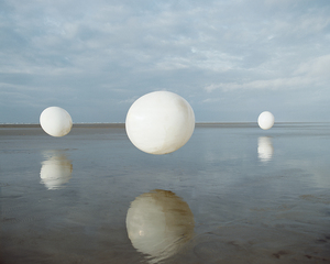 20100917023057-spheres_floating_02_-_copie