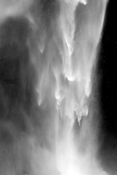 Upper_yosemite_fall_detail_of_descent