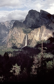 Passing_shadows_at_bridal_veil