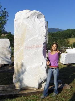 20101101140135-passion_cm_250x90x80_marmo_di_carrara_statuario