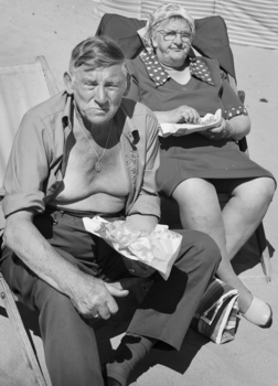20101119112222-couple_eating_fish___chips__whitley_bay__tyneside__1976