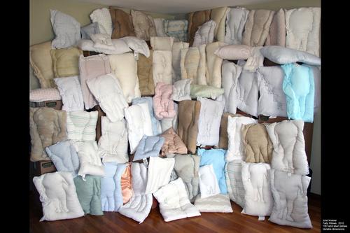20101123083544-fatty_pillows_1