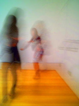 20101215142905-vintage_dresses_dancing