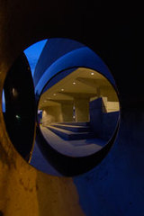 20110102102149-museum-gallery-through-sculpture