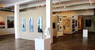 20130225060427-gallerycenter