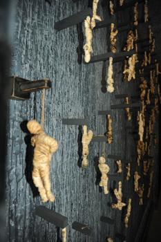 20110129125830-haning_dead_on_wall