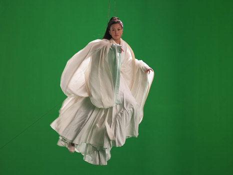 20110130183430-green-screen-goddess_ten-th