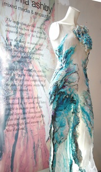 20110318162629-dressinblue