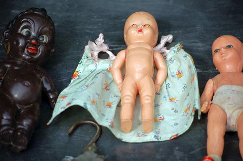 20110321094421-dolls