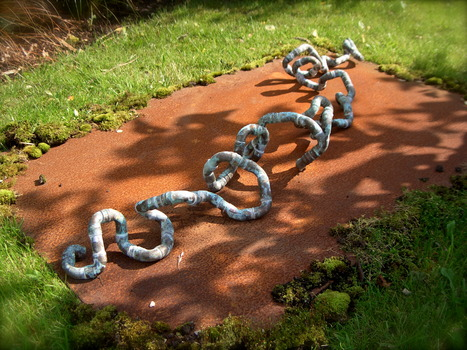 20110402043513-earth_worm_108cms__l__copper___nitrate_2