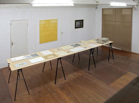 20110405024519-charl_van_ark-_oudt_hollands_licht_-_tafel_installatie_-_mixed_media_-_2005__1_