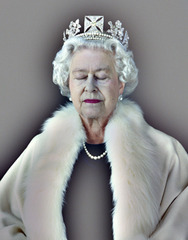 20110415093228-npg_queen_elizabeth_lightness_being